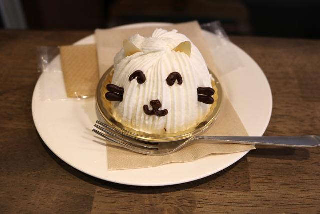 笑顔の白猫のレアチーズケーキ